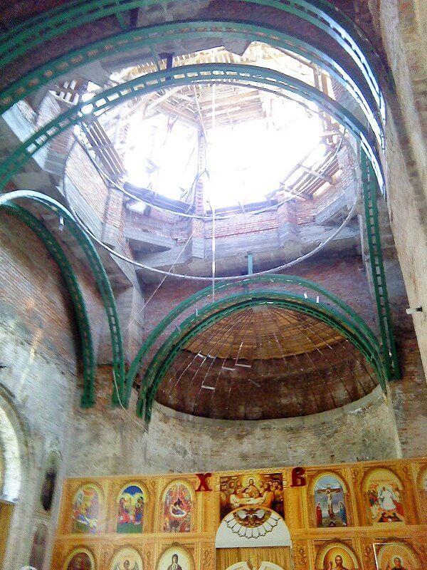 вид внутри храма 2012