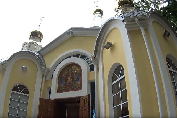 vhod-v hram-na-Petrovke