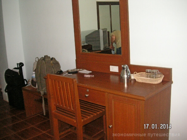 столик с зеркалов в номере
