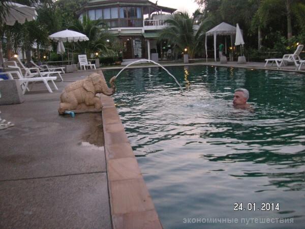 бассейн  Bay Beach Resort