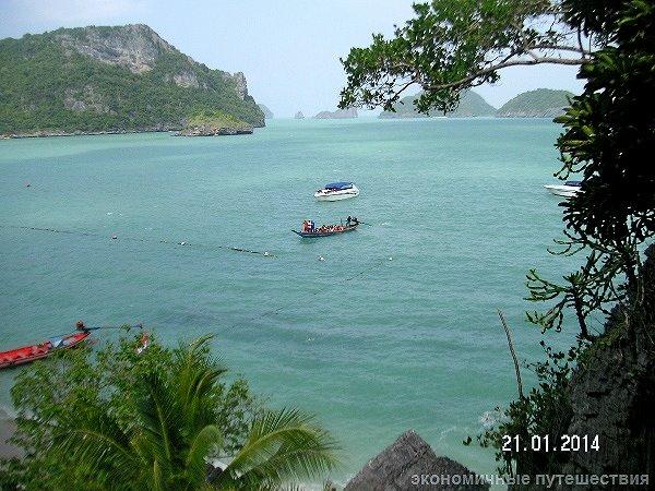лодки с туристами в море